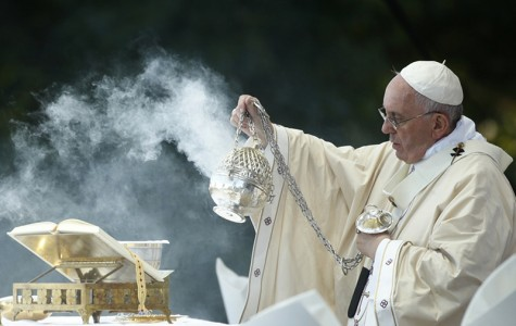 Pope Francis dispenses incense while celebrating Mass at the National Shrine of the Immaculate Conception for the Canonization Mass for Friar Junipero Serra in Washington on September 23, 2015. Photo courtesy of REUTERS/Kevin Lamarque *Editors: This photo may only be republished with RNS-SAINT-SCENE, originally transmitted on Sept. 23, 2015.